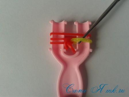 браслет из резинок на рогатке круговые узелки для начинающих 12