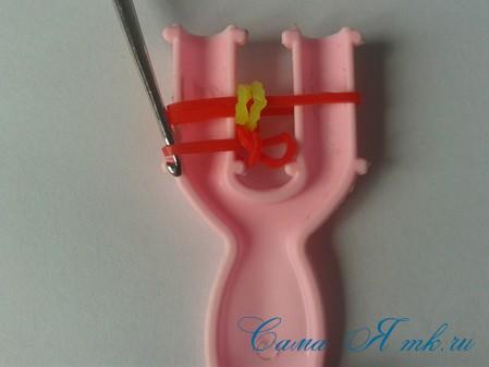 браслет из резинок на рогатке круговые узелки для начинающих 14