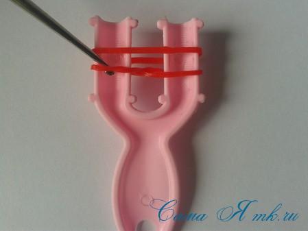 браслет из резинок на рогатке круговые узелки для начинающих 4