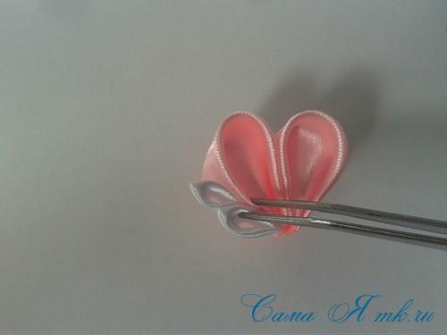 заколочка сердечко канзаши из атласных лент своими руками мк мастер-класс 31