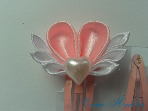 заколочка сердечко канзаши из атласных лент своими руками мк мастер-класс 35