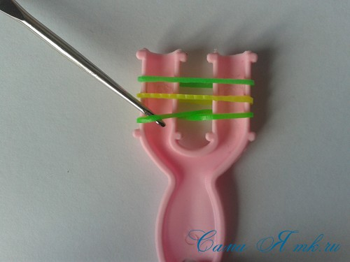плетение браслета на рогатке французская коса схема мк для начинающих 6