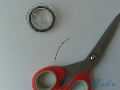 браслет из резинок с бусинами на рогатке 2