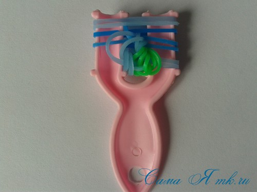 браслет из резиночек бок о бок плетение для начинающих на рогатке 21