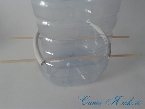 кормушка для птиц из пластиковой 5 пятилитровой бутылки как сделать своими руками 8