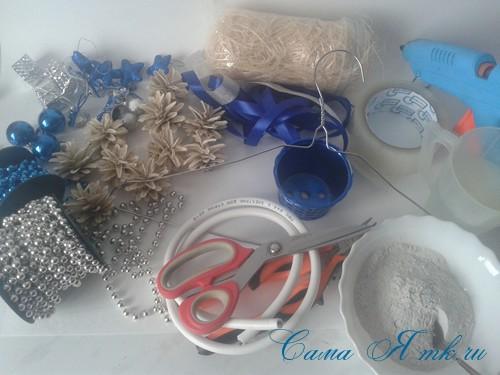 новогодний топиарий из сизаля белых шишек и шаров своими руками фото и мк 1