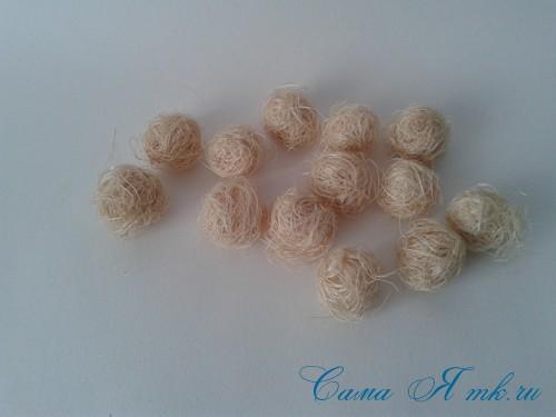 новогодний топиарий из сизаля белых шишек и шаров своими руками фото и мк 18