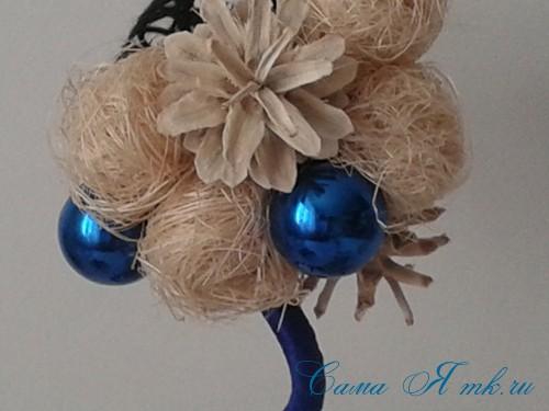 новогодний топиарий из сизаля белых шишек и шаров своими руками фото и мк 20