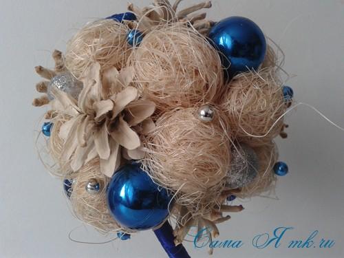 новогодний топиарий из сизаля белых шишек и шаров своими руками фото и мк 22