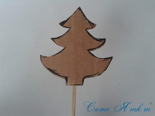 новогодняя композиция в кружке с ёлочкой из страз своими руками 4