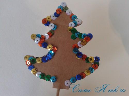 новогодняя композиция в кружке с ёлочкой из страз своими руками 6
