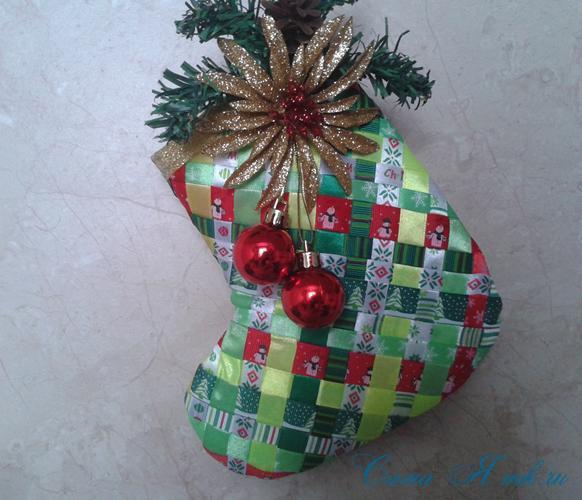 Стеганная прихватка новогодний сапожок из остатков лент своими руками 25