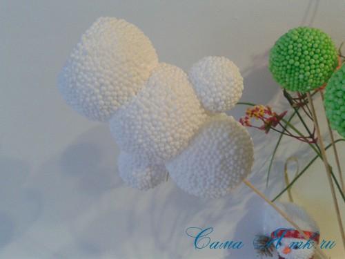 поделки шарики снеговик ёлка из мелких цветных шариков пенопласта своими руками 10 (Copy)