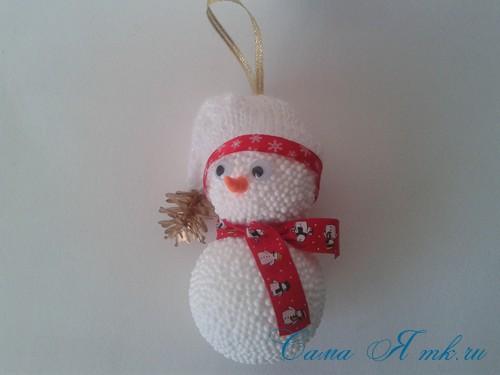 поделки шарики снеговик ёлка из мелких цветных шариков пенопласта своими руками 12 (Copy)