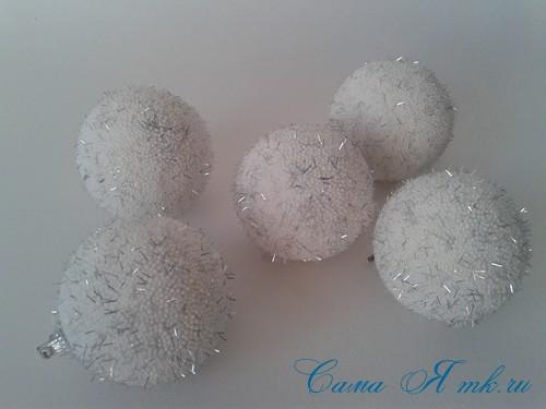 поделки шарики снеговик ёлка из мелких цветных шариков пенопласта своими руками 14 (Copy)