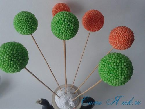 поделки шарики снеговик ёлка из мелких цветных шариков пенопласта своими руками 6 (Copy)