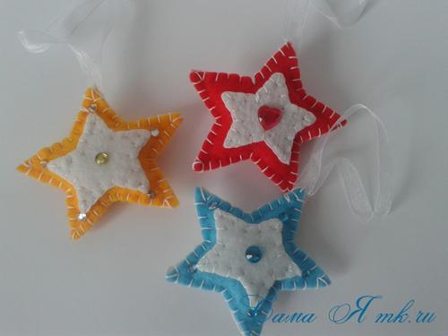 ёлочные игрушки украшения на ёлку подвески из фетра своими руками десткие новогодние поделки из фетра  8