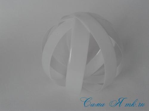 новогодние ёлочные шары из пластиковых бутылок своими руками 5