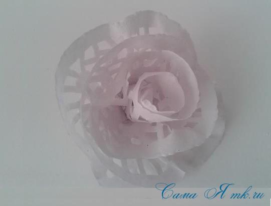 1edccf84568e Розы из ажурных салфеток своими руками: топиарий-сердце с цветами из  бумажных салфеток
