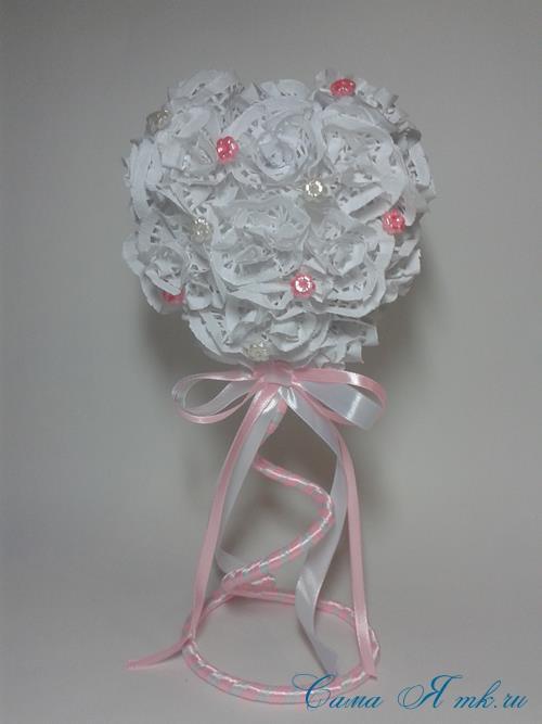 топиарий на день валентина влюбленных с розами из ажурных салфеток 1 (Copy)