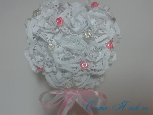 топиарий на день валентина влюбленных с розами из ажурных салфеток 3 (Copy)