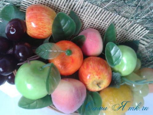 объеное анно коллаж из муляжных декоративных фруктов и ягод на стену своими руками 26