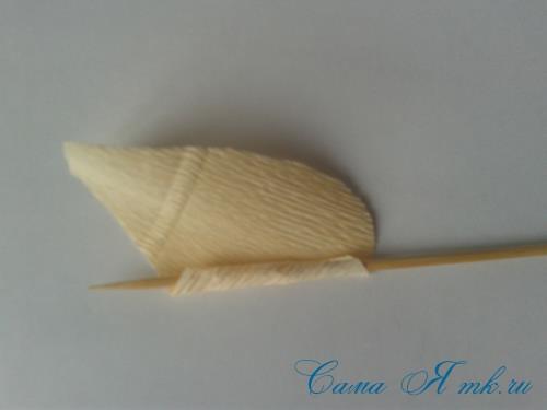 розы из гофро гофрированной бумаги с конфетами свит дизайн своими руками 3