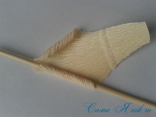 розы из гофро гофрированной бумаги с конфетами свит дизайн своими руками 4