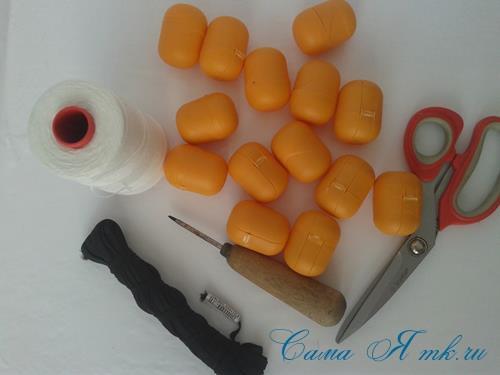Поделки из-под капсул от Киндер сюрприза - детский массажер для тела для зарядки своими руками 1