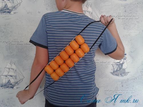 Поделки из-под капсул от Киндер сюрприза - детский массажер для тела для зарядки своими руками 15