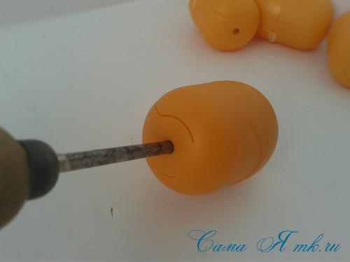 Поделки из-под капсул от Киндер сюрприза - детский массажер для тела для зарядки своими руками 2